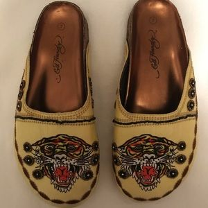 ED HARDY SLIP ON SHOES, very pretty 🌹unique